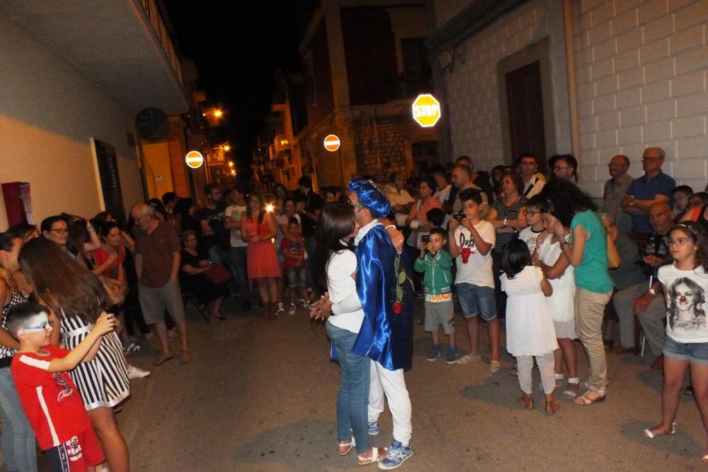 la serenata in Provincia di Bari in stile principe azzurro