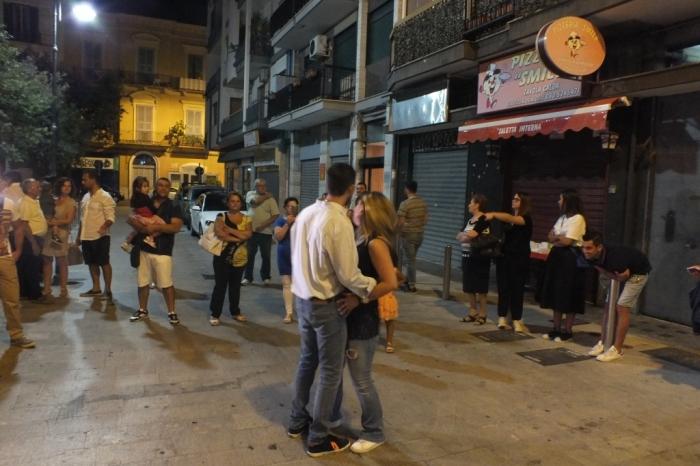 Nella Città di Bari lo sposo dedica la serenata alla sposa