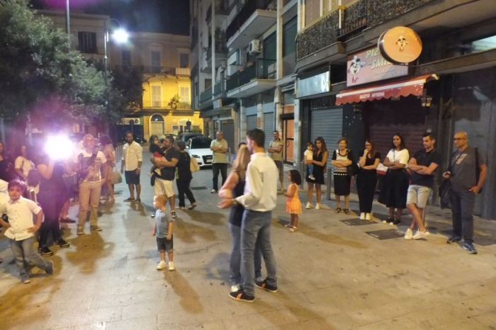 Paolo e Dalila Live spiegano come fare la serenata alla sposa nella città di Bari