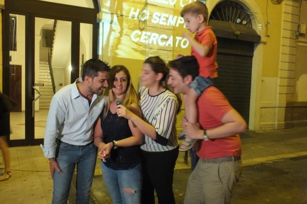 Musicisti che organizzano la serenata al centro della città di Bari