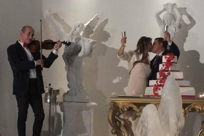 sax o violino musica taglio torta