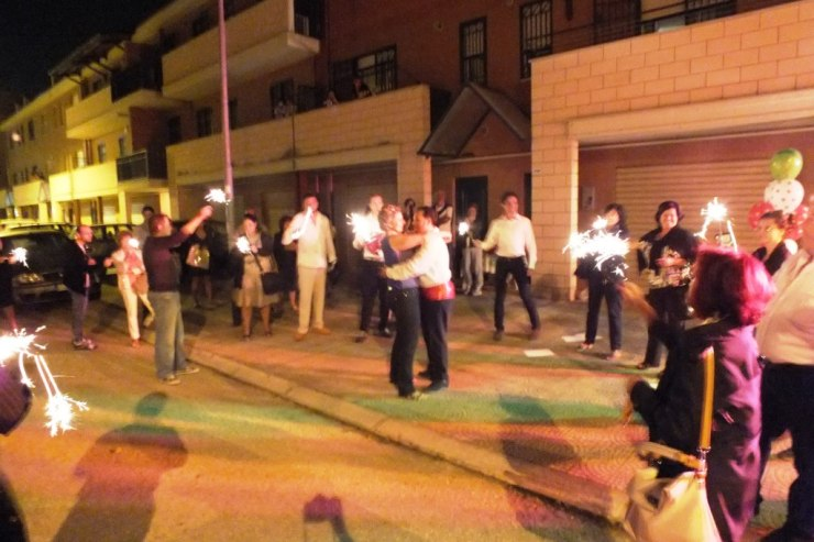 Gruppo di musicisti che organizzano la serenata a Foggia