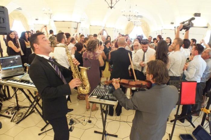 Gruppo musicale di Lecce con violinista e sassofonista