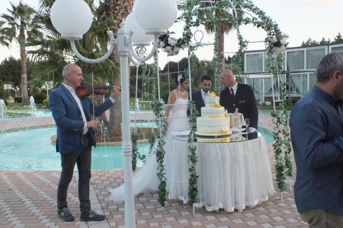 Violinista per il taglio della torta matrimonio Lecce
