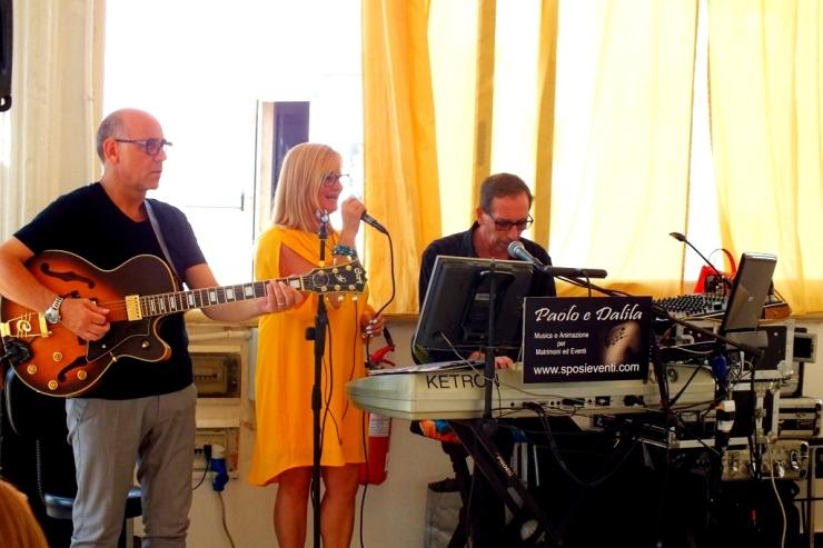 Trio musicale con chitarra