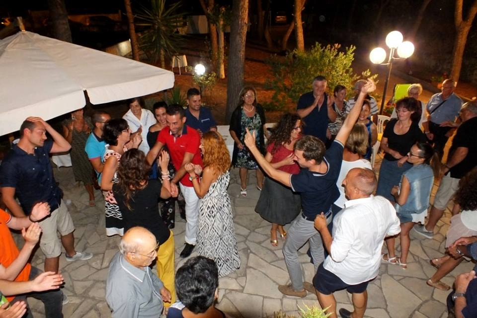Nardo comune della Provincia di Lecce la serenata dedicata alla sposa