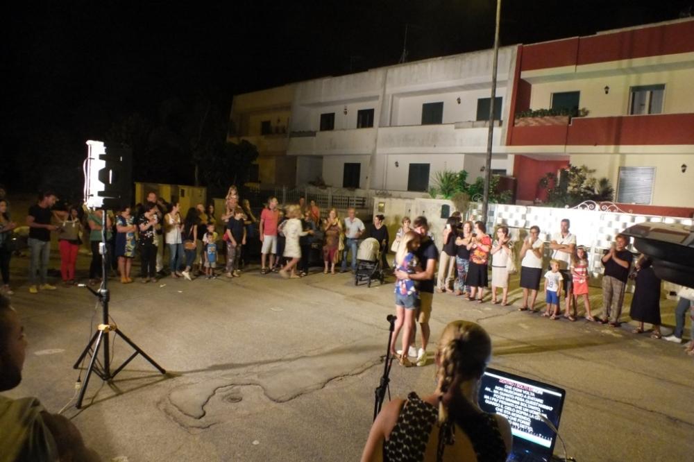 Paolo e Dalila Live cantano a Soleto in provincia di Lecce durante la serenata organizzata alla sposa
