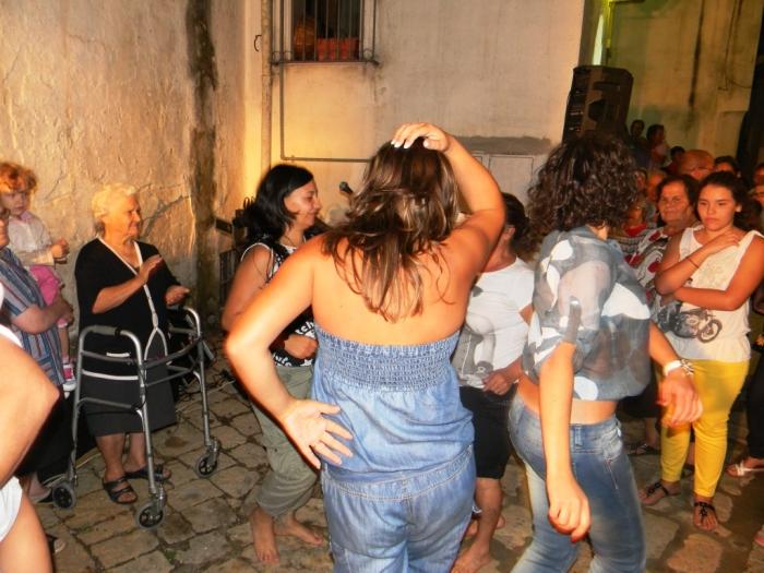 la serenata a Bari organizzata dal gruppo di musicisti Paolo e Dalila Live