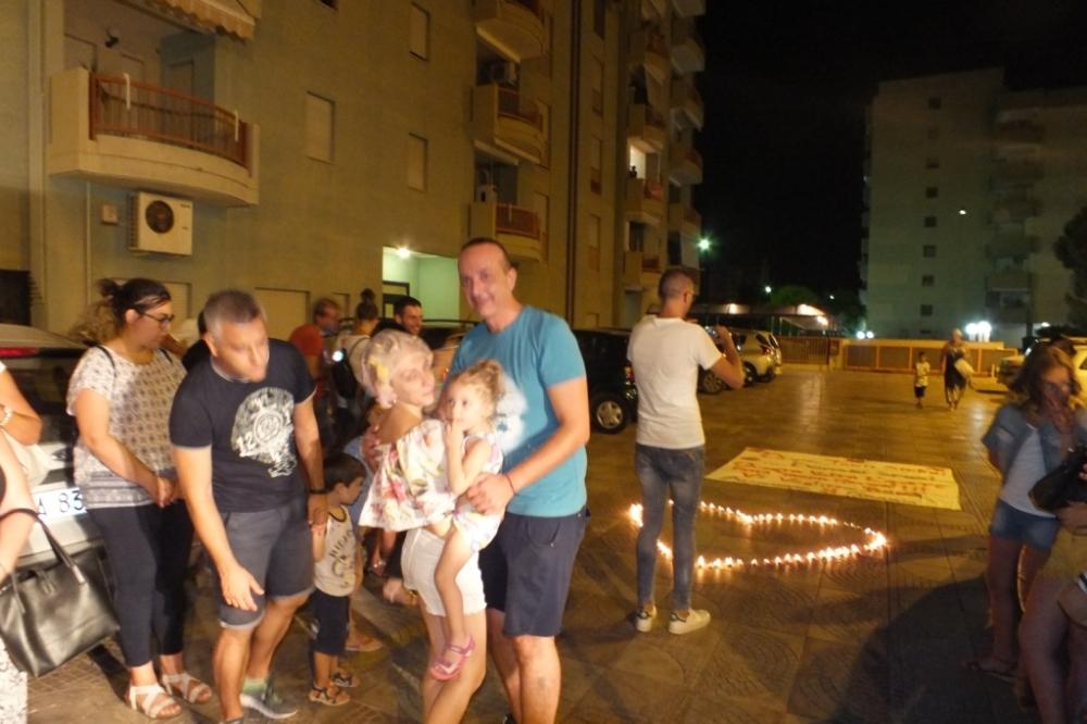 lo sposo dedcia la serenata alla sposa, lama frazione di Taranto