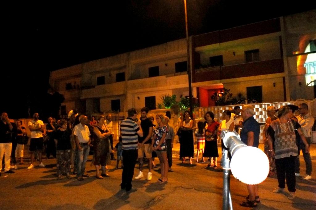 Lecce, Paolo e Dalila Live musicisti che organizzano la serenata originale alla futura sposa