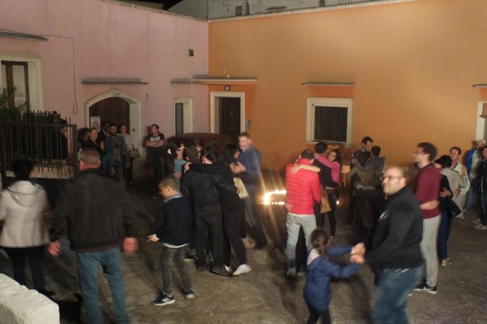 In Provincia di Lecce a Matino si organizza la serenata alla sposa