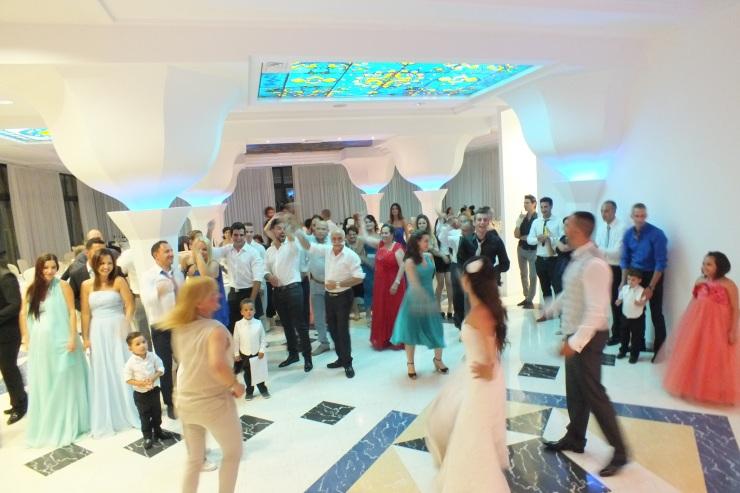 Balli di gruppo durante un matrimonio in Provincia di Lecce