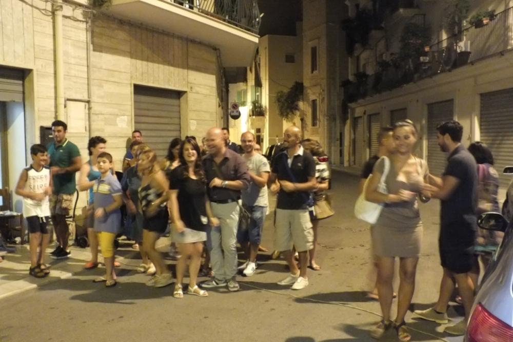 Giovinazzo in Provincia di Bari la serenata prima del matrimonio con l'animazione di Paolo e Dalila live