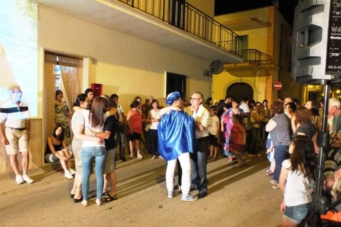 A Bari e Provincia di organizza la serenata in stile principe azzurro