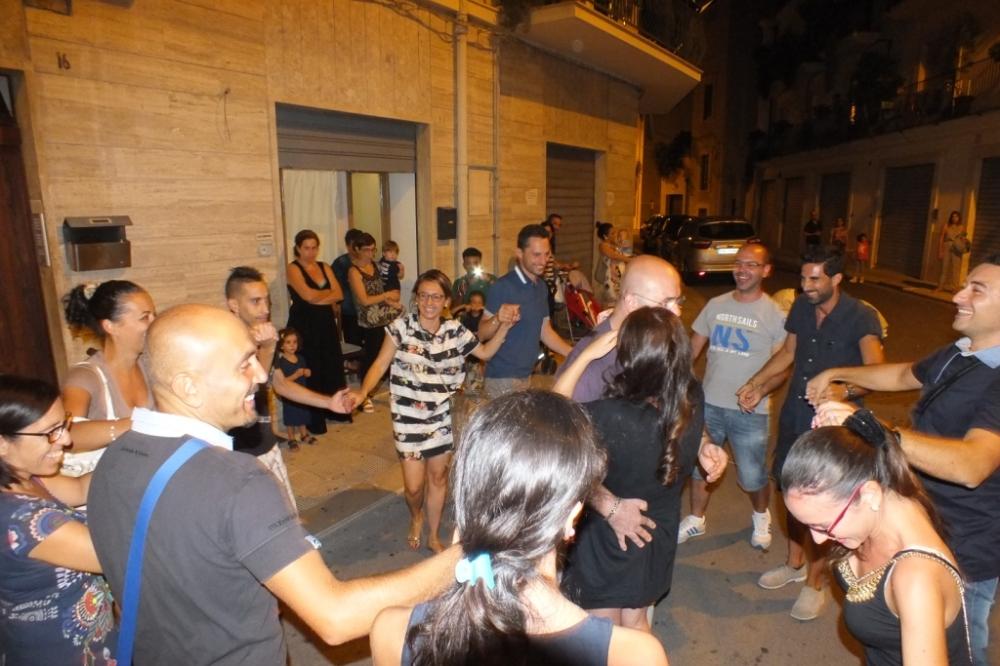 la serenata a Giovinazzo con il gruppo di musicisti Paolo e Dalila Live