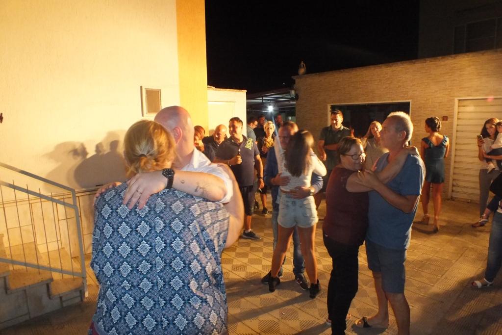 Gruppo di musicisti che realizzano la serenata a Taranto