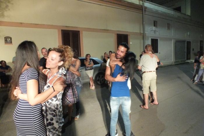 Gruppo di musicisti che realizzano la srenata alla sposa a Lecce