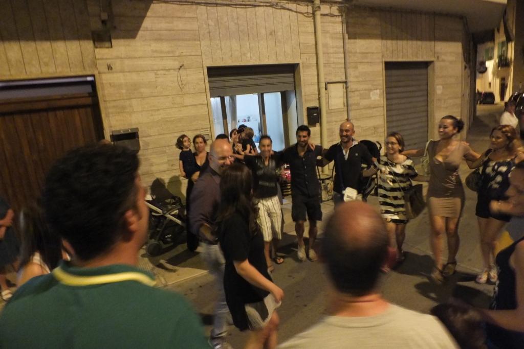 La serenata alla sposa a Giovinazzo in provincia di Bari con la musica del gruppo di Paolo e Dalila Live