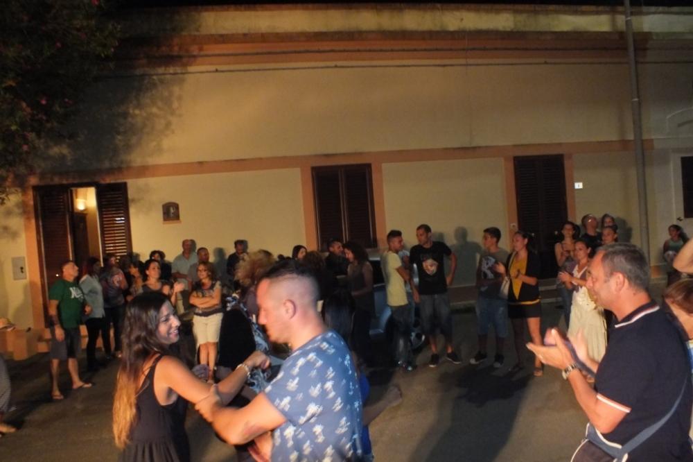 Lecce la serenata alla sposa organizzata da Paolo e Dalila live