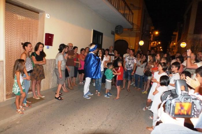 In provincia di bari lo sposo organizza la serenata alla sposa