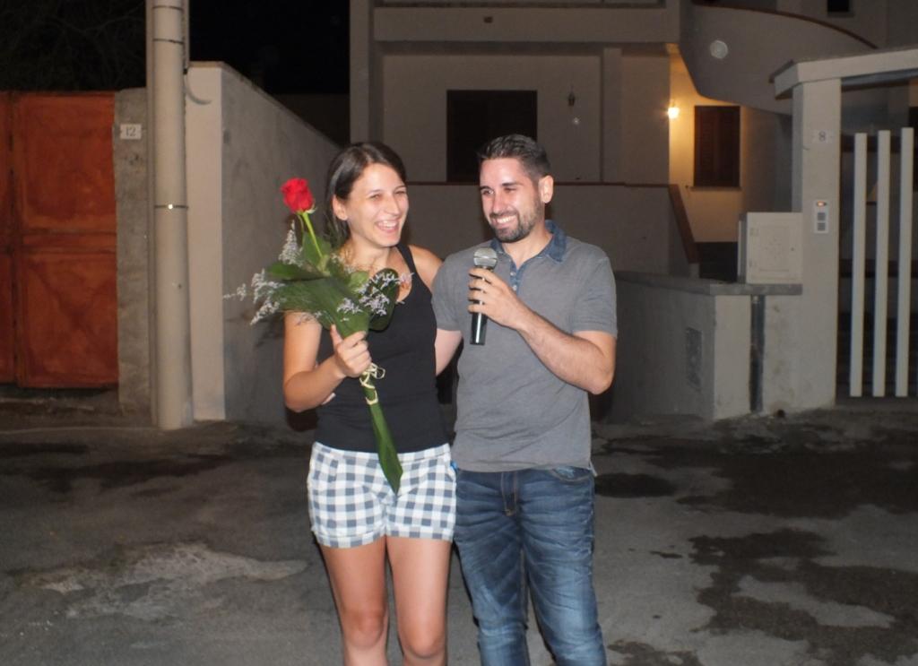 Lecce, la serenata per la sposa