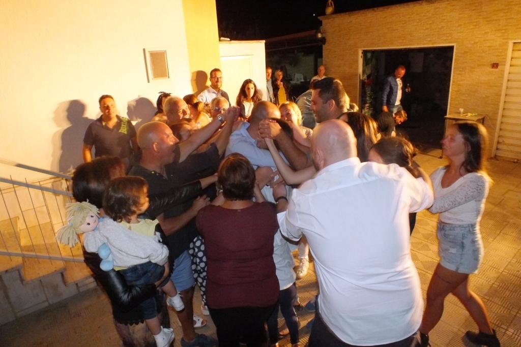 musicisti che organizzano la serenata originale a Taranto