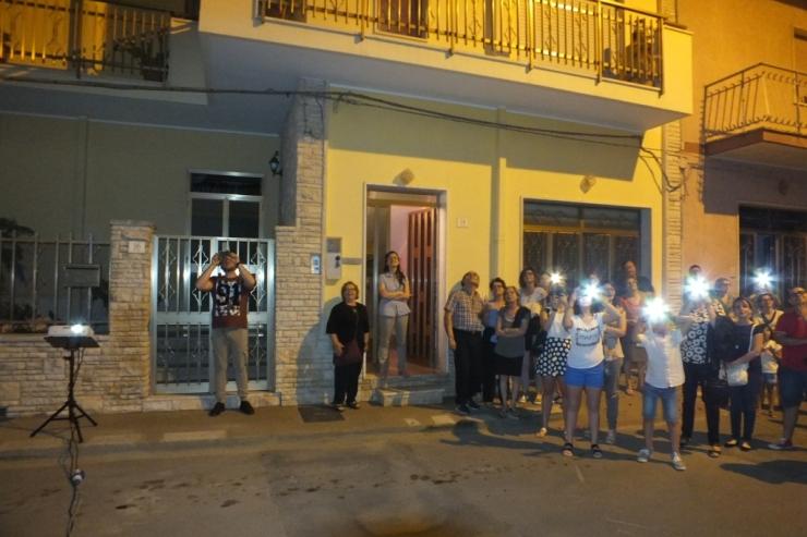 In Provincia di Lecce (Trepuzzi) si dedica la serenata alla sposa con la musica di Paolo e Dali