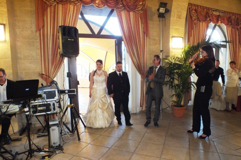 Ingresso sposi con la violinista di Lecce carla De Fabrizio