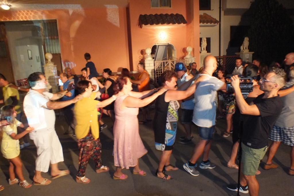 Paolo e Dalila Live musicisti che hanno organizzato la serenata a Taurisano in provincia di Lecce