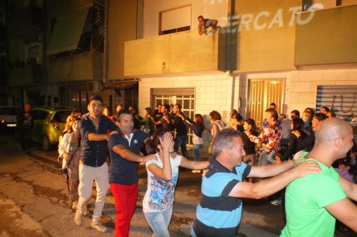 Musicsiti che organizzano la musica della serenata pre-matrimonio a Brindisi