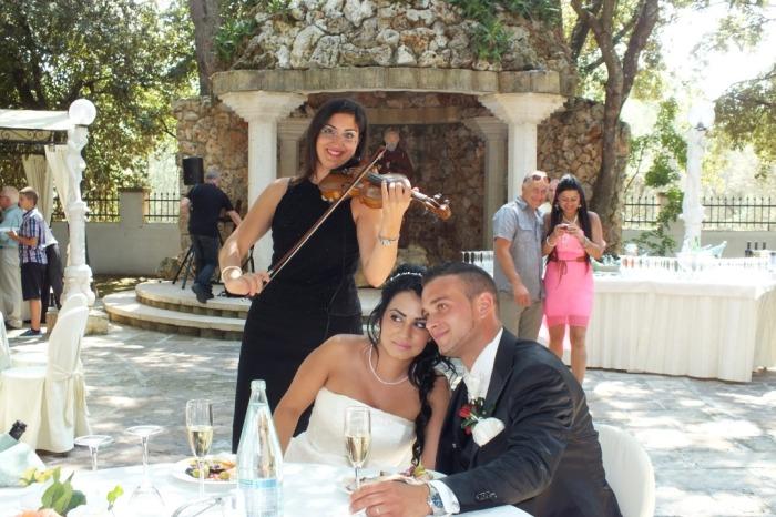 Violinista di Lecce che suona nei matrimoni Carla De Fabrizio