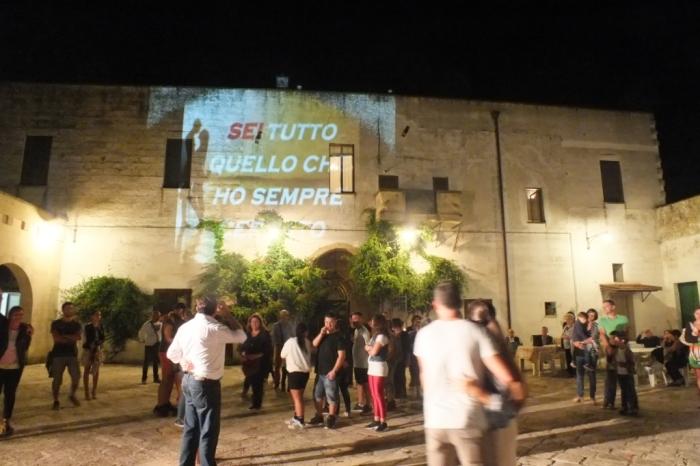 La serenata organizzata a Lecce dal gruppo di musicisti di Paolo e Dalila Live