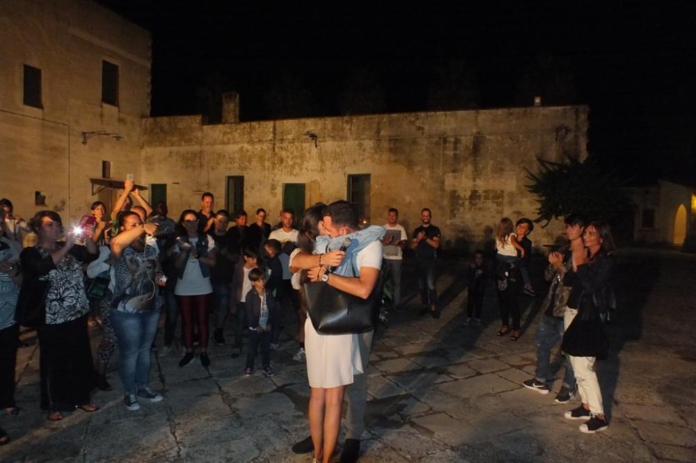 Masseria Mazzetta a Salice Salentino, lo sposo organizza la serenata alla sposa
