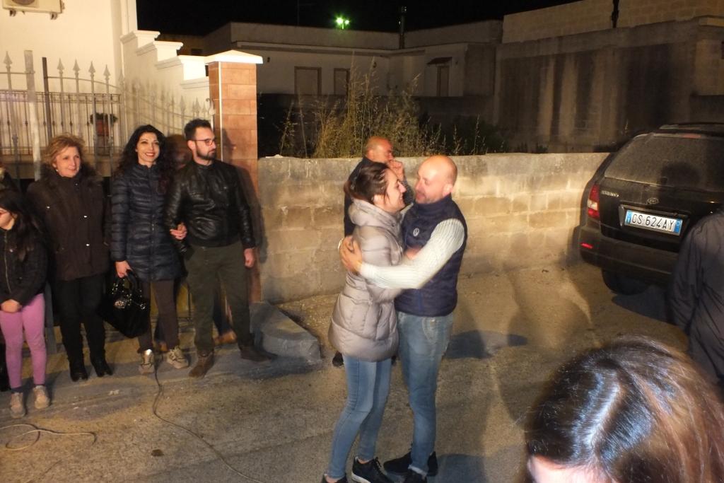 musicisti che suonano durante la serenata prematrimonio a Taranto