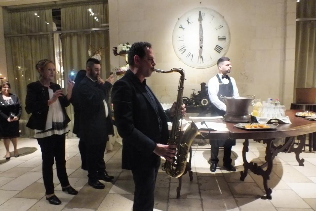 Torre del parco Lecce accoglienza sposi con il sax per la musica del matrimonio