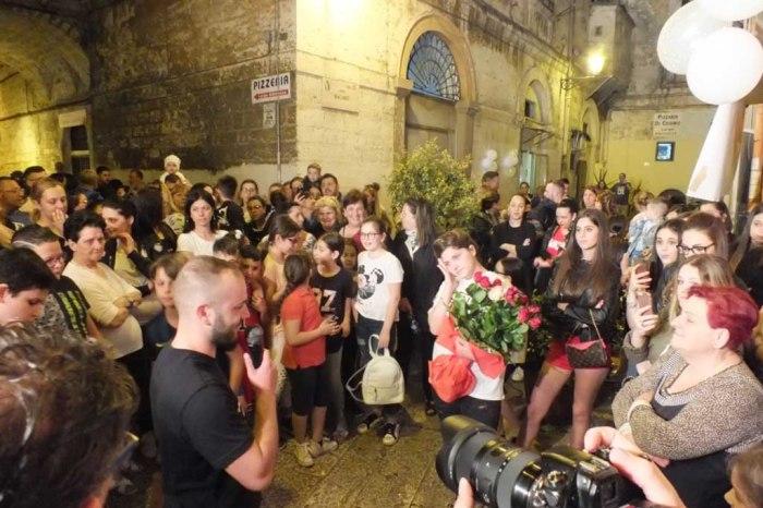 Città vecchia Bari serenata sposa