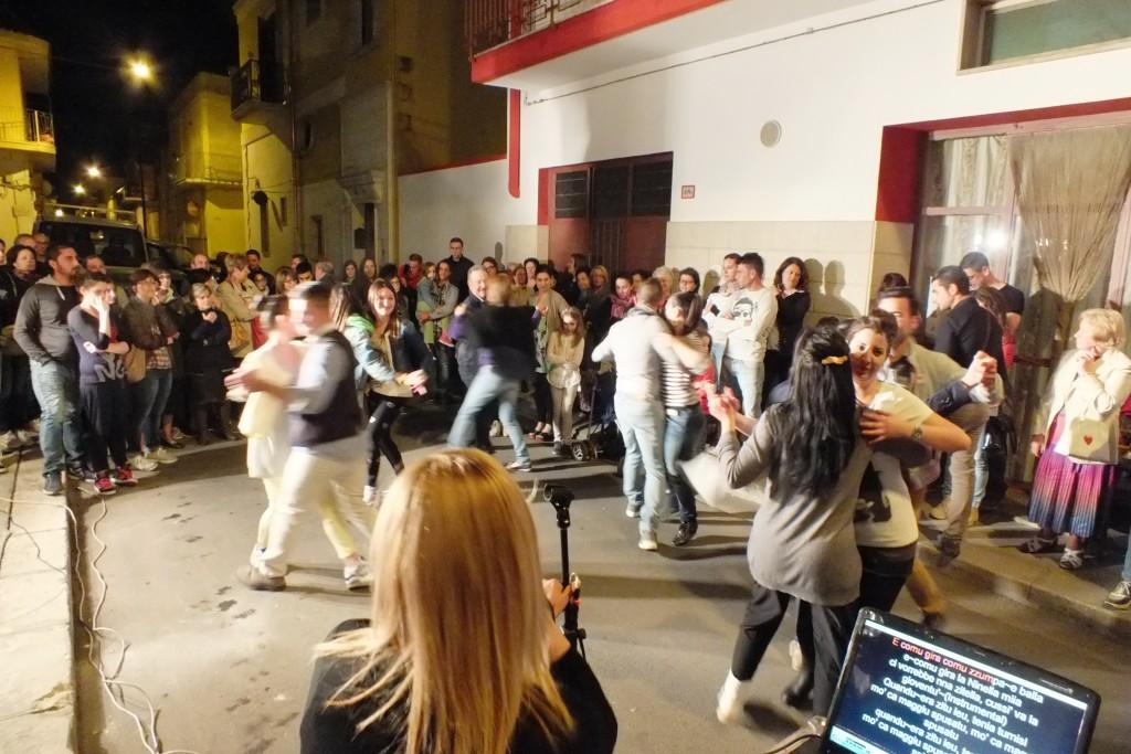 gruppo di musicisti che organizzano la serenata per la sposa a Brindisi