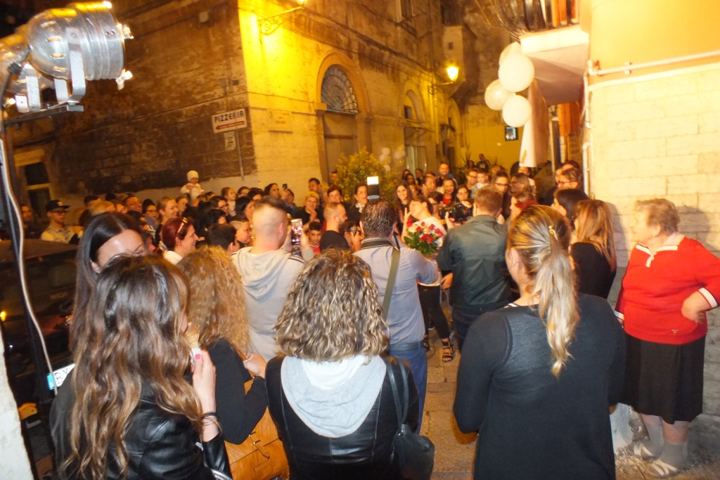 Organizzare la serenata tra i vicoli della città vecchia di Bari