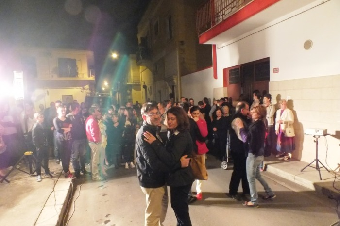 Paolo e Dalila musicisti per la serenata sotto casa della sposa a Brindisi e Provincia