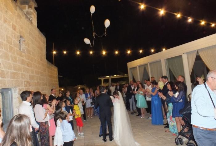 Arrivo sposi alla masseria Relais Santa Teresa con la musica del matrimonio curata dal gruppo di Paolo e Dalila Live