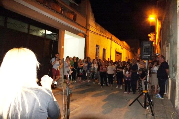 La serenata organizzata a Taranto dal gruppo di musicisti (Paolo e Dalila Live