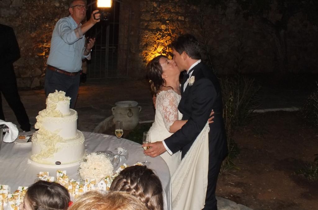 Masseria Relais Santa Teresa a Sannicola Taglio della torta da parte degli sposi