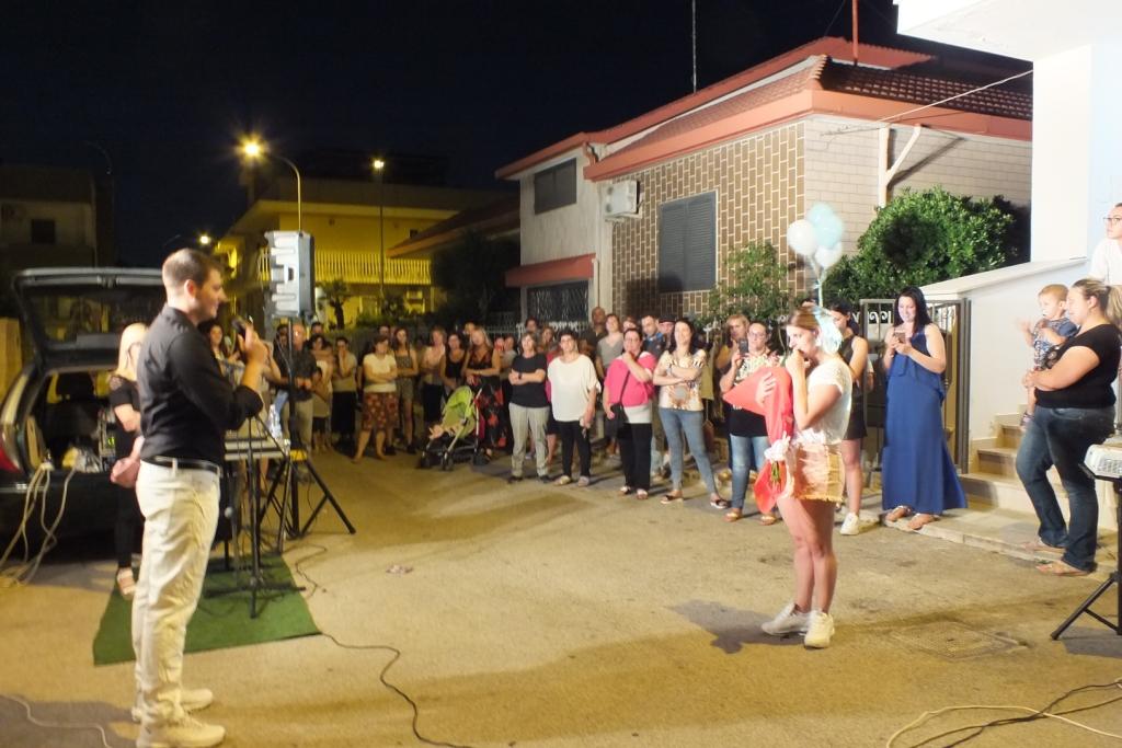 Musicisti che prganizzano la serenata a Bari
