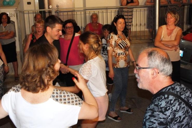 A Bari e Provincia lo sposo organizza la serenata alla sposa