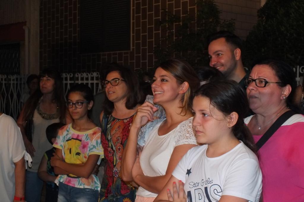 La serenata a Bari per fare una sopresa alla sposa