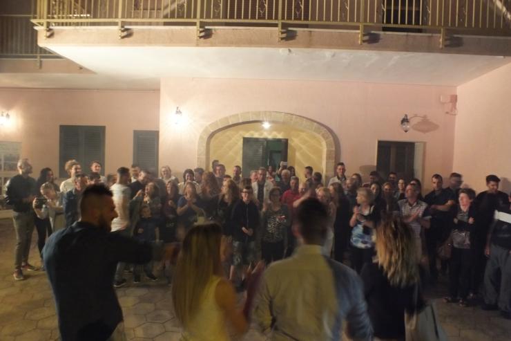 Gruppo per organizzare la serenata a Lecce