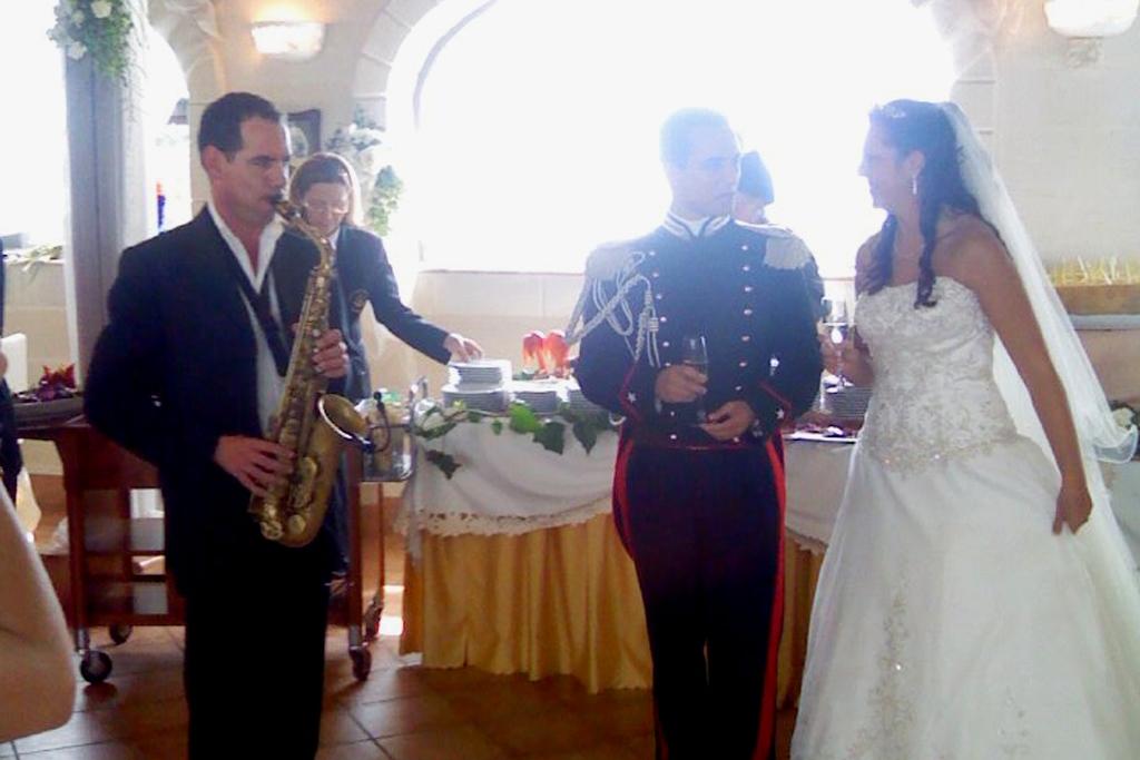 Musica con il sassofonista per un matrimonio al villaggio san Giovanni