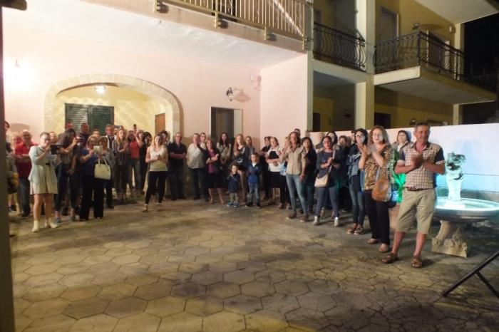 La sopresa della serenata organizzata a Lecce la sera prima del matrimonio