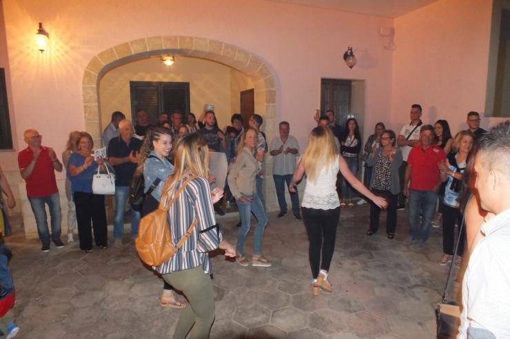 La sera prima del matrimonio a Lecce si organizza la serenata prematrimonio