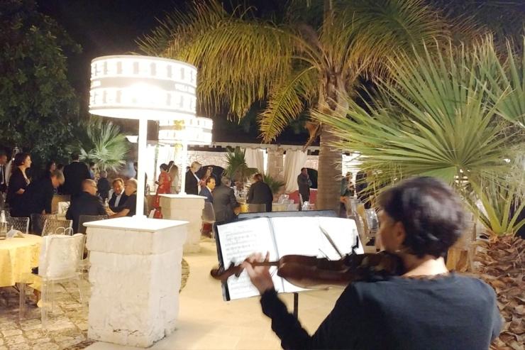 Intrattenimento invitati matrimonio con la musica del violino a Villa Elda